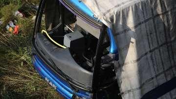 Съдът решава да остави ли в ареста шофьора на катастрофиралия край Своге автобус