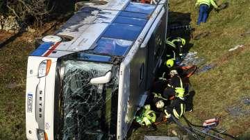 Две деца загинаха в катастрофа с училищен автобус в Германия (СНИМКИ)