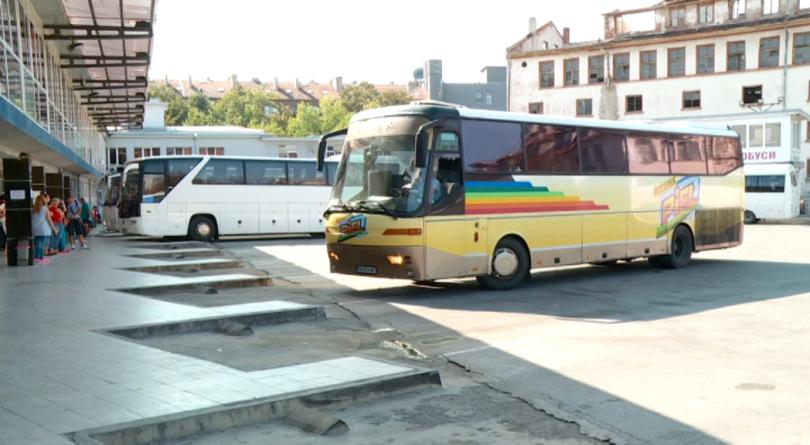 """Стотици пътуващи от Пловдив с автобуси на фирмата """"Витоша Експрес"""""""