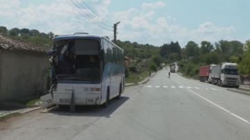 Автобус с 50 ученици катастрофира на пътя София-Варна