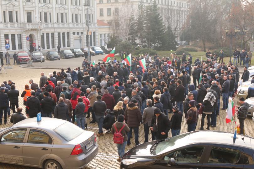 """снимка 2 Автоинструктори блокираха """"Цар Освободител"""" в знак на протест"""
