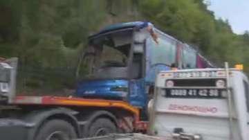 Изтеглиха автобуса от катастрофата край Своге, прокуратурата извърши оглед
