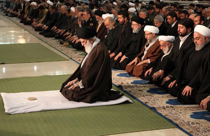 снимка 1 Аятолах Хаменей с първа проповед от 8 години