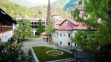 Светият синод смени игумена на Бачковския манастир