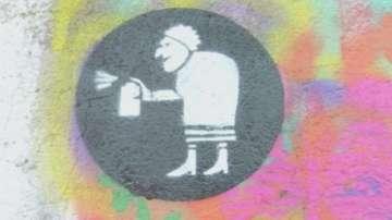 Пенсионери рисуват графити