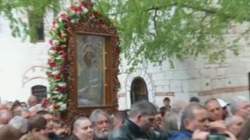 Стотици миряни се включиха в шествие с чудотворната икона от Бачковския манастир