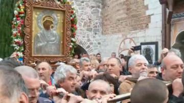 С вяра в чудото: Шествие с иконата на Света Богородица в Бачковския манастир