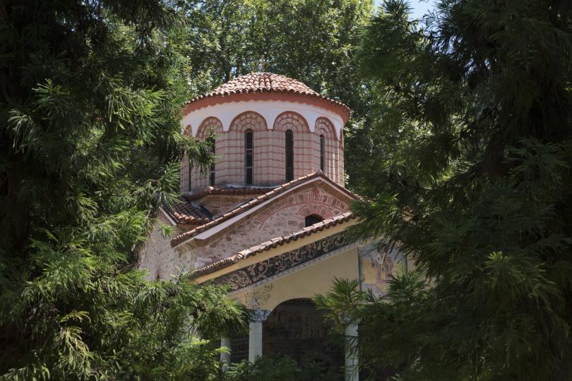 няколко дни отварят църквата свети архангели бачковския манастир