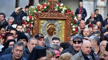 Вярващи от цялата страна се включиха в литийното шествие с чудотворната икона
