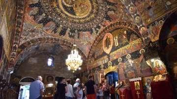 Хиляди вярващи посрещнаха празника Успение Богородично в Бачковския манастир
