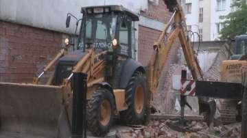 Събарят незаконни постройки в ромския квартал на Кюстендил