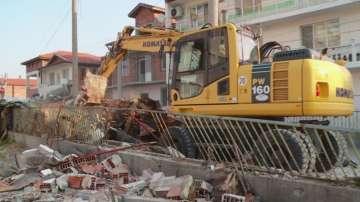 20 незаконни постройки бяха съборени в пловдивската Шекер махала