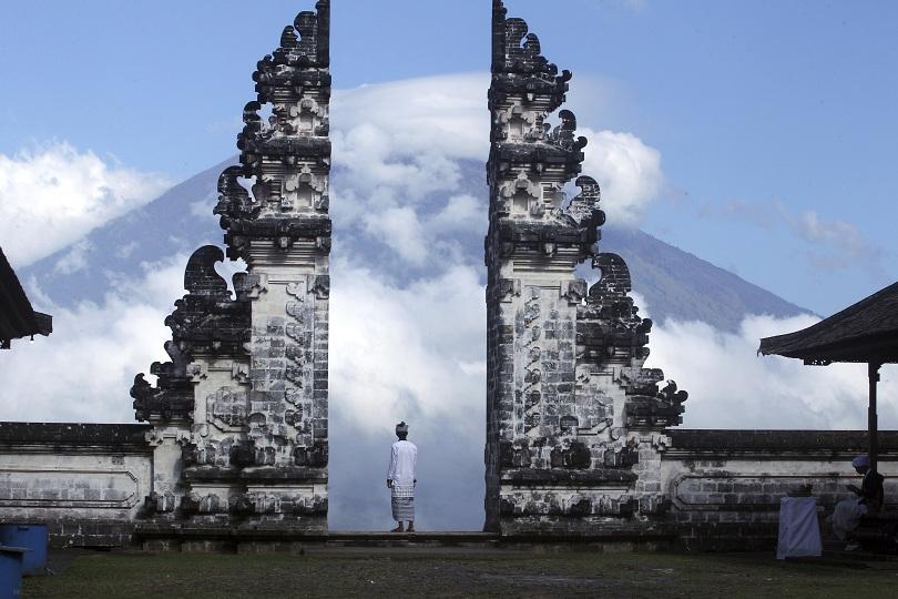 десетки хиляди евакуирани заради вулкани индонезия вануату