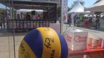 Благотворителен търг с топките от националните ни отбори по футбол и волейбол