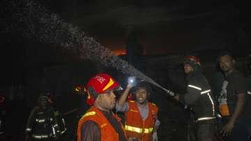 Десетки жертви при пожар в Бангладеш