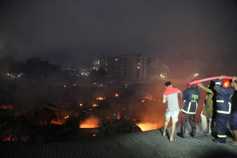 Най-малко 10 души загинаха при пожар във фабрика за вентилатори
