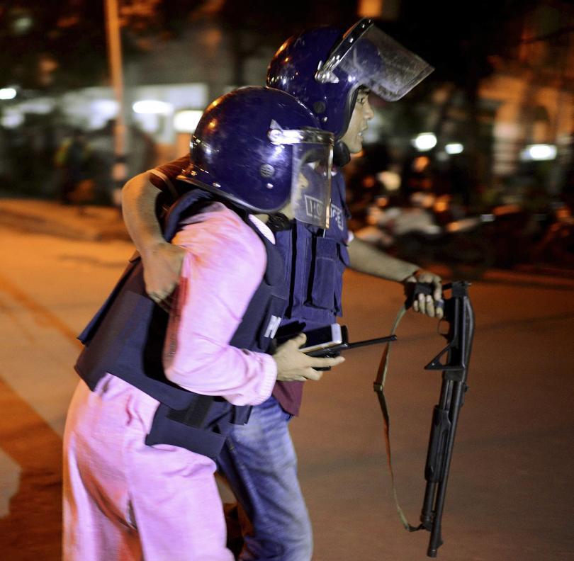 снимка 3 Ислямска държава пое отговорността за нападението в Дака