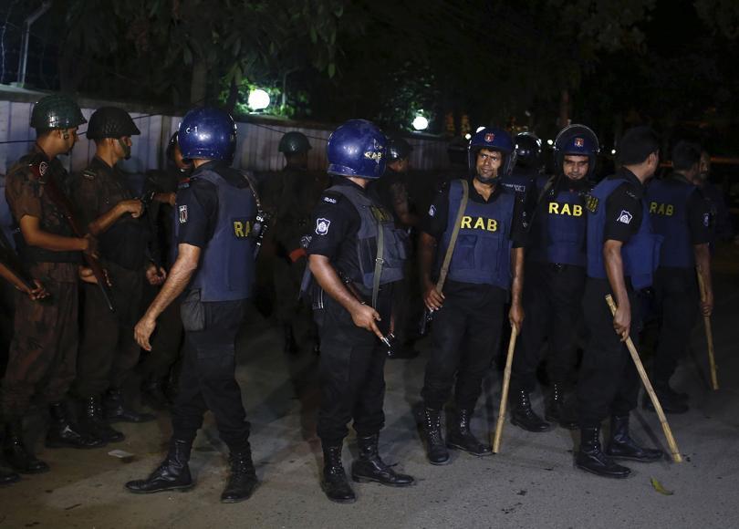 снимка 2 Ислямска държава пое отговорността за нападението в Дака