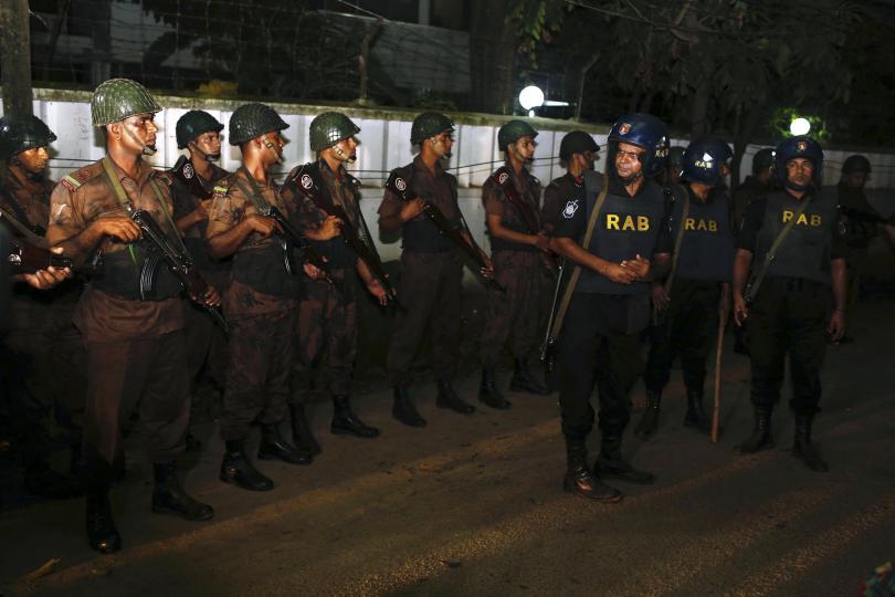 снимка 1 Ислямска държава пое отговорността за нападението в Дака