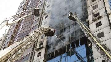 19 души загинаха при пожар в небостъргач в Дака