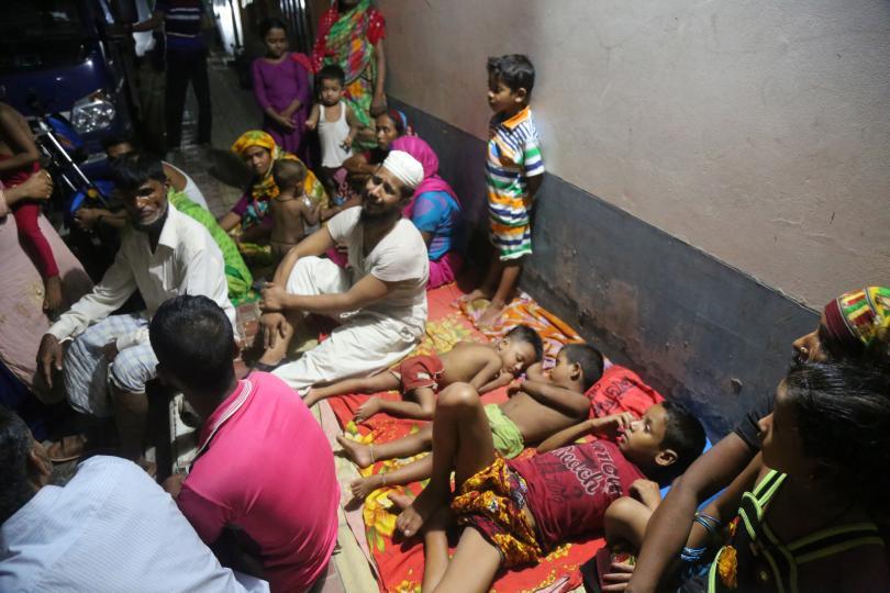 снимка 3 10 000 души в Бангладеш останаха без дом, след като пожар изпепели жилищата им