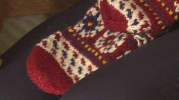 Жители на Гоцеделчевско село изплетоха чорапи за принц Хари и Меган Маркъл