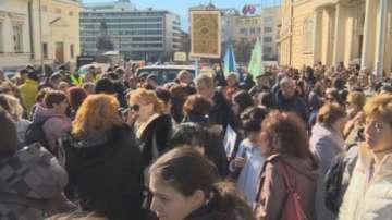 Учени от БАН излязоха на протест