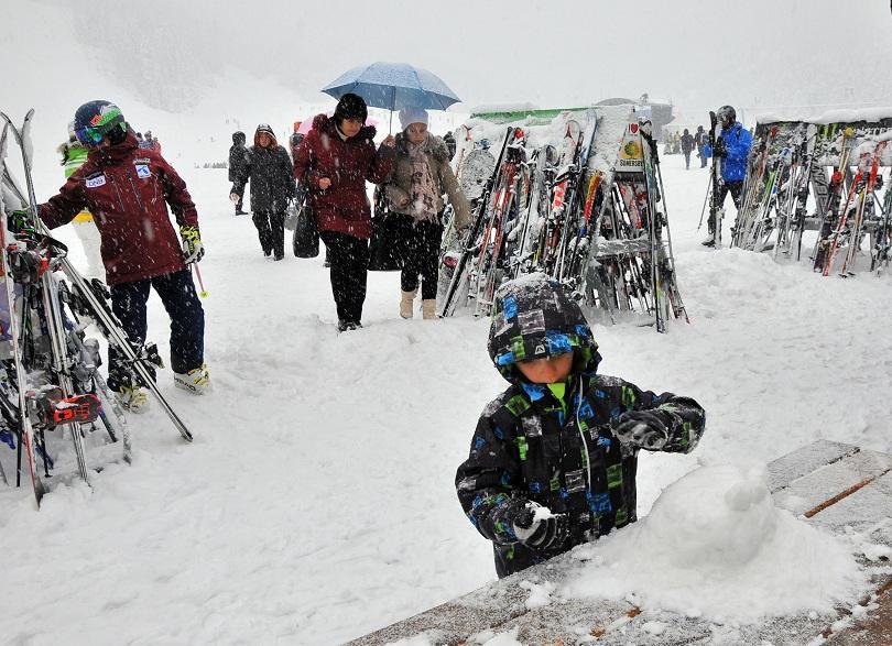 снимка 1 Детска зима съживи Бъндеришката поляна