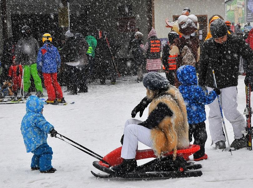 снимка 2 Детска зима съживи Бъндеришката поляна
