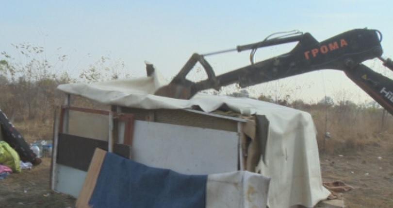 Десетки незаконни бараки бяха съборени тази сутрин в София. Повече