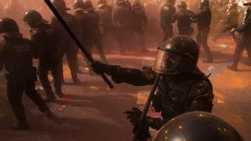 Сблъсъци в Барселона между сепаратисти и полицаи