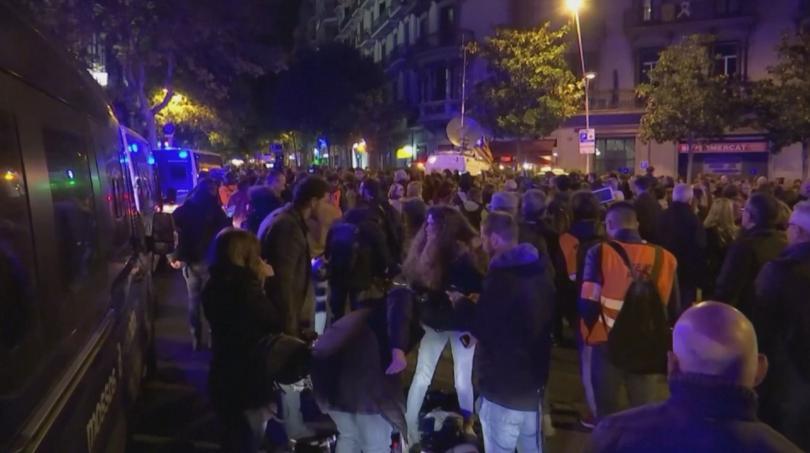 Стотици излязоха по улиците на града, за изразят подкрепата си