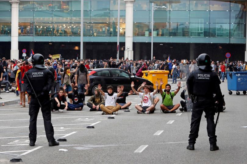 снимка 1 Терминал 1 на летището в Барселона е блокиран заради протести