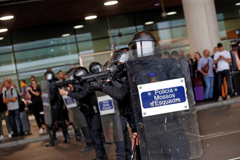 снимка 2 Терминал 1 на летището в Барселона е блокиран заради протести