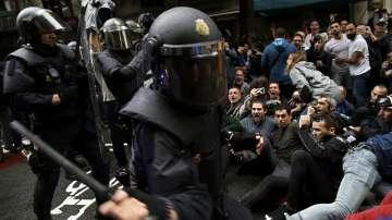 Гласуване и сблъсъци в Барселона