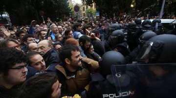 Над 700 са ранени при сблъсъците в Каталуния (обновява се)