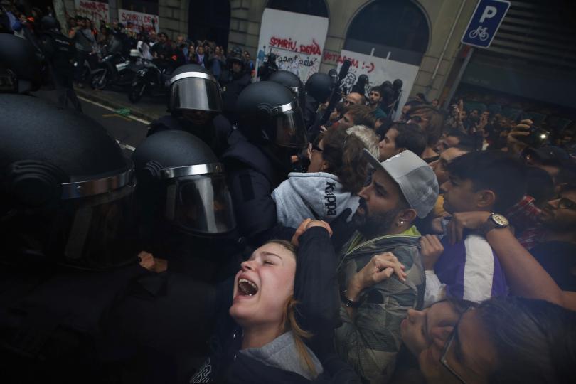 снимка 3 Над 700 са ранени при сблъсъците в Каталуния (обновява се)