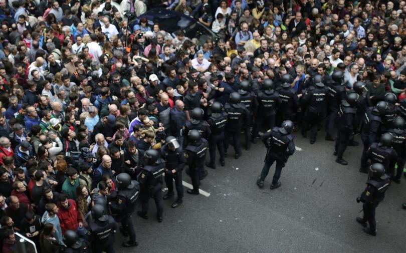 снимка 4 Над 700 са ранени при сблъсъците в Каталуния (обновява се)