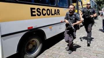 10 души са загиналите при стрелбата в бразилско училище