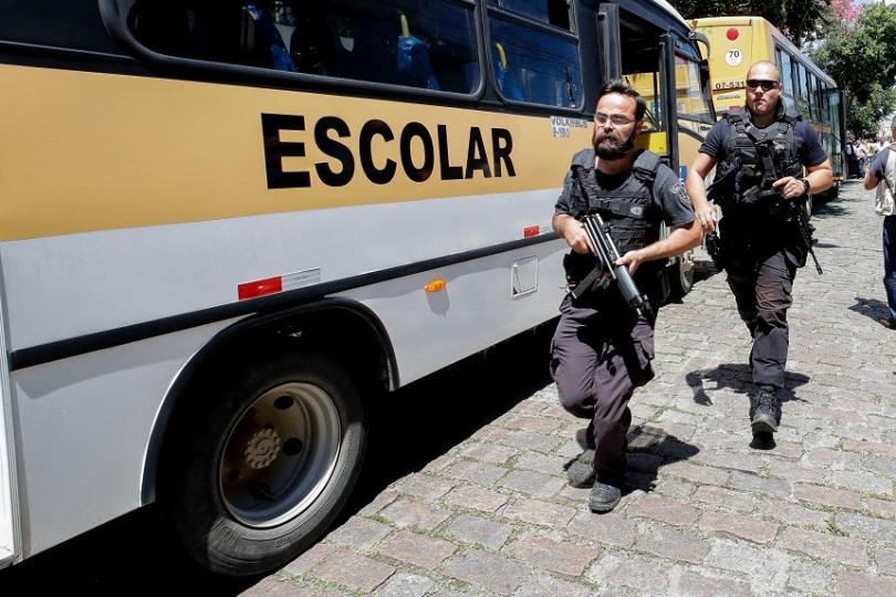 Най-малко 10 души загинаха, а 17 са ранени при стрелба