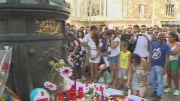 От нашия пратеник в Барселона: Тълпи идват да почетат паметта на жертвите