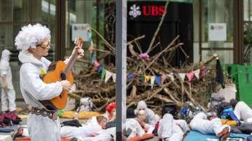 Активисти за опазване околната среда протестираха пред швейцарски банки