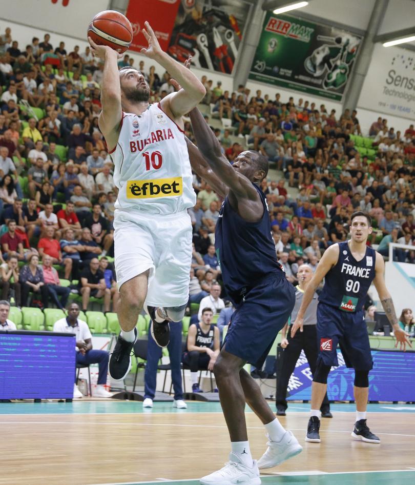 снимка 1 България победи Франция в световната квалификация по баскетбол