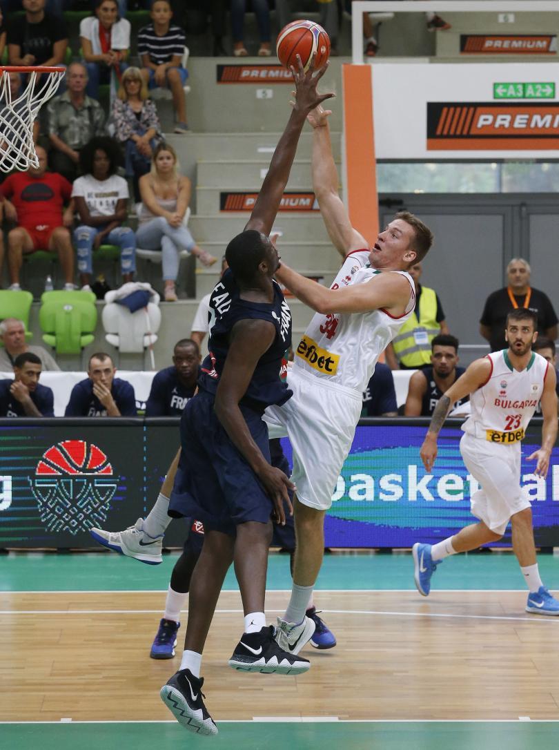 снимка 2 България победи Франция в световната квалификация по баскетбол