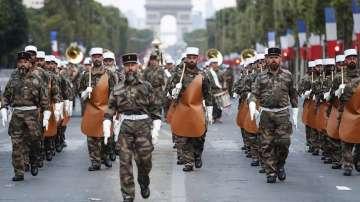 С военен парад отбелязват националния празник на Франция - Деня на Бастилията