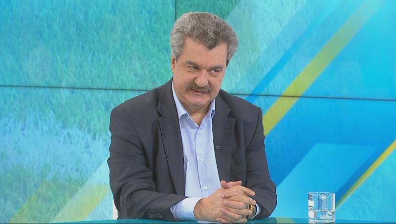 Трябва ли да бъде приета оставката на Борислав Михайлов като