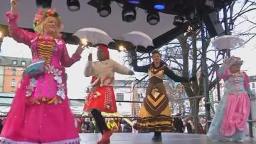 Празник в Бавария: Продавачки танцуват в костюми на плодове и зеленчуци