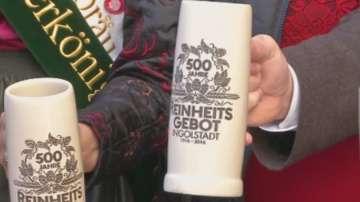 Баварци празнуват 500-годишен закон с фонтан от бира