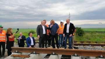 Премиерът Борисов инспектира полагането на нов път по отсечката София-Елин Пелин