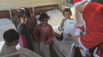 Подаръци за болни деца от Българския младежки червен кръст